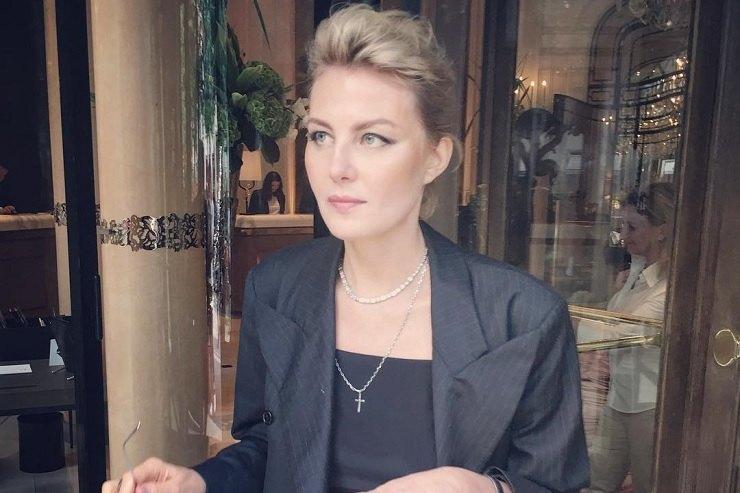 Рената Литвинова поделилась редкой трогательной фотографией сдочерью