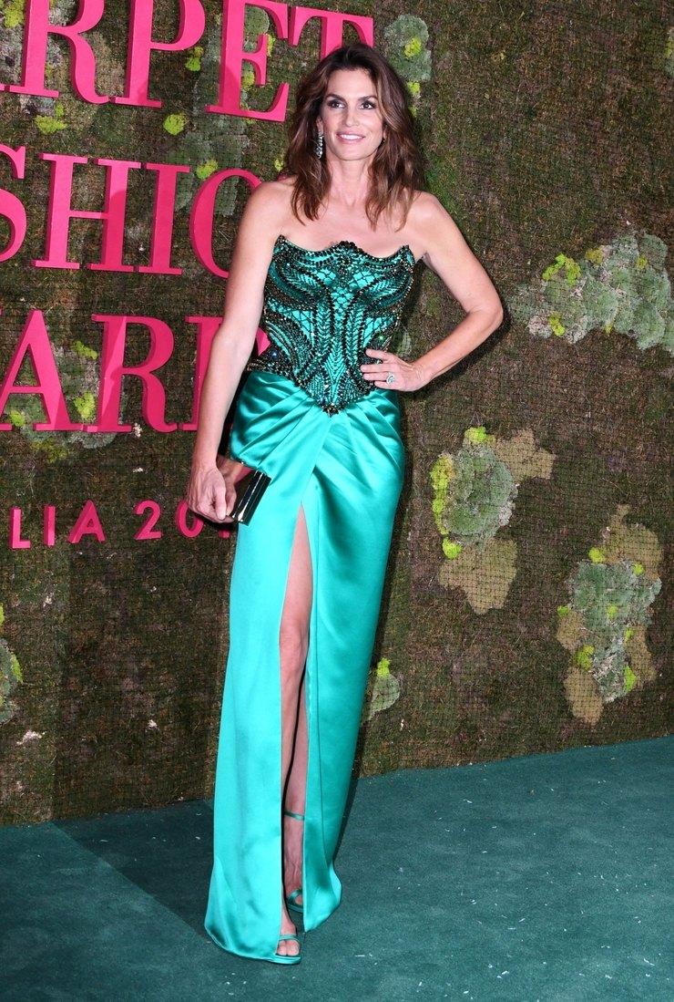 Синди Кроуфорд напремии Fashion Awards вМилане, 2019 год
