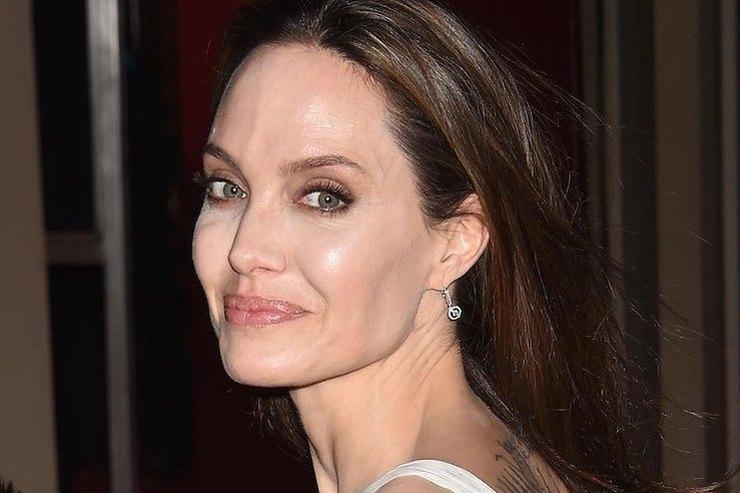Старший сын Анджелины Джоли решил уехать вЮжную Корею