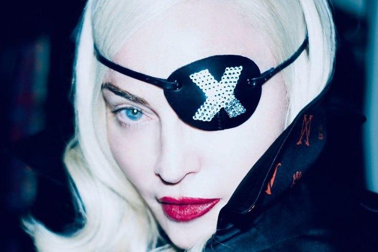 Кружевной лиф иалая помада: нестандартный «разогрев» Мадонны передвыступлением