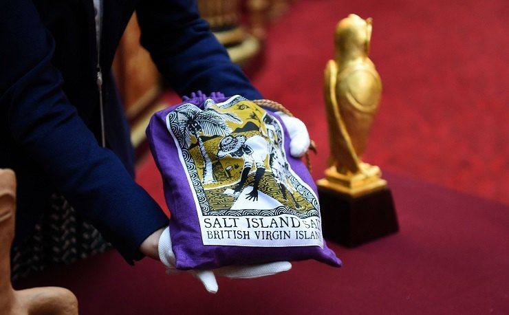 Мешочек соли сострова Солт, экспонат навыставке Royal Gifts