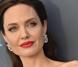 По слухам, у Анджелины Джоли роман с камбоджийским режиссером