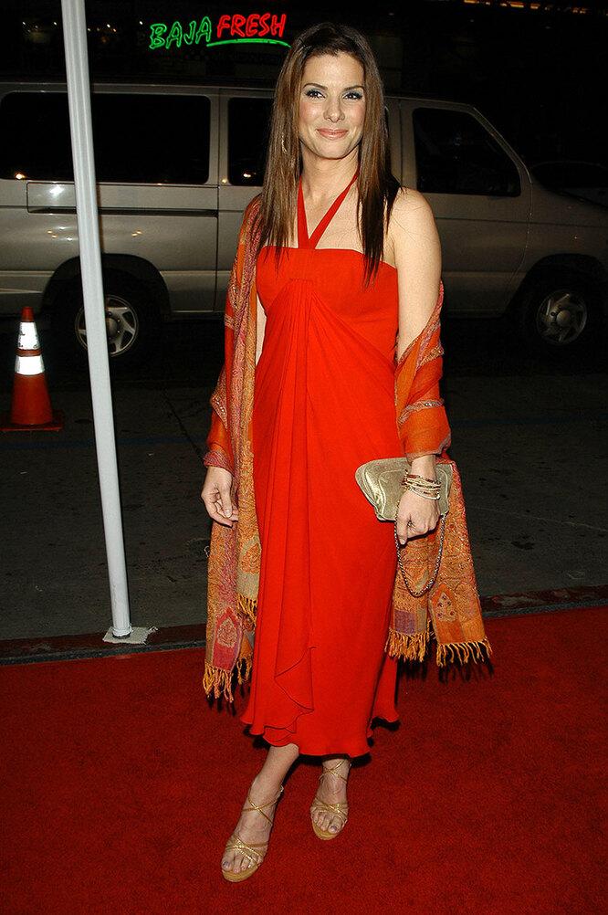 """Сандра Буллок на премьере фильма """"Мисс Конгениальность 2: Прекрасна и опасна"""" в 2005 году"""