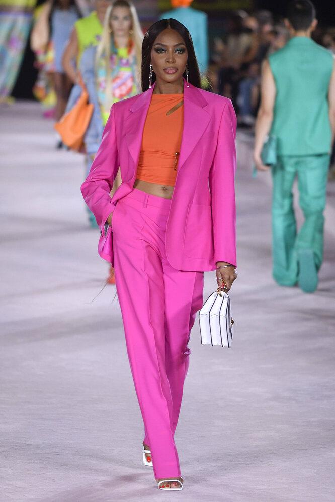 Наоми Кэмпбелл в 2021 году на показе Versace