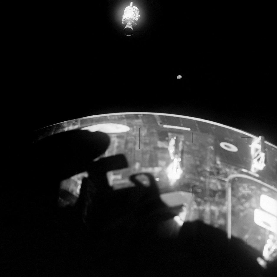 """Вид наповрежденный сервисный модуль """"Аполлон-13"""""""