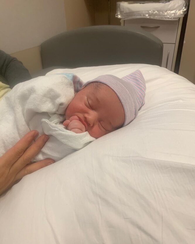 Крис Нот показал поклонникам первый снимок малыша