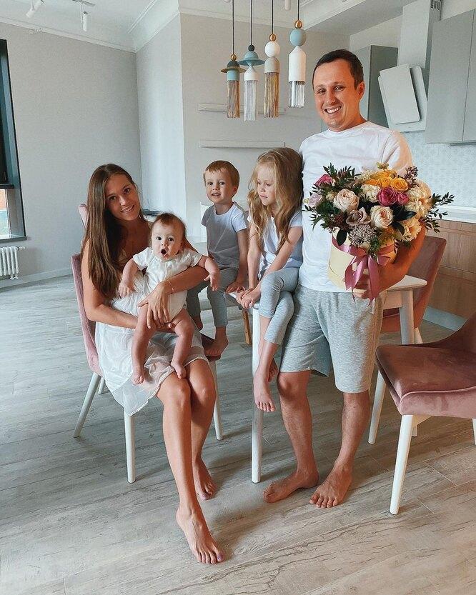 Климова Катрин с мужем и детьми