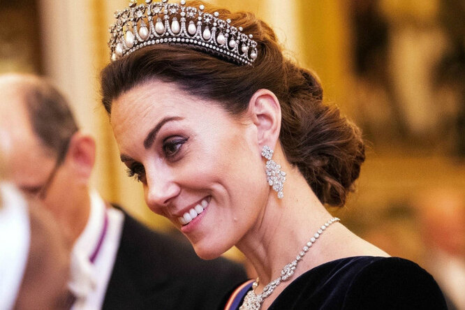 Как она его носит? УКейт Миддлтон новое бриллиантовое кольцо — ионо очень большое