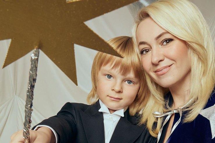 Яна Рудковская иЕвгений Плющенко усилили свою охрану — сыну супругов угрожают