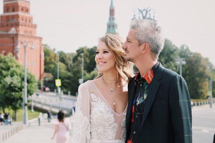 Муж Ксении Собчак опозорил ее свадебными туфлями вКалуге