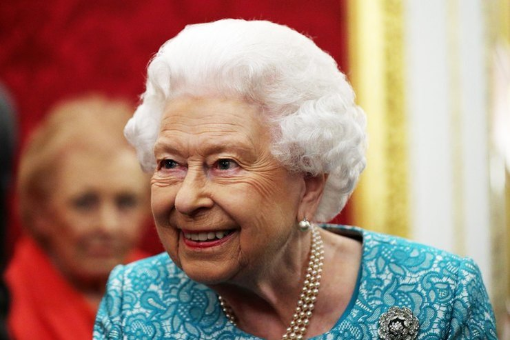 Королева Елизавета II решила отречься отпрестола из-за сына