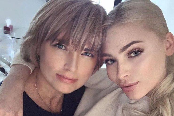 «Лисицы-сестрицы»: Алена Шишкова показала редкое фото смамой