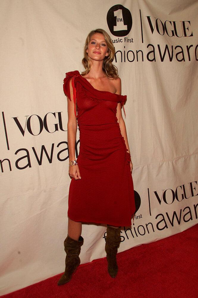 Жизель Бюндхен на премии Vogue Fashion Awards, 2001