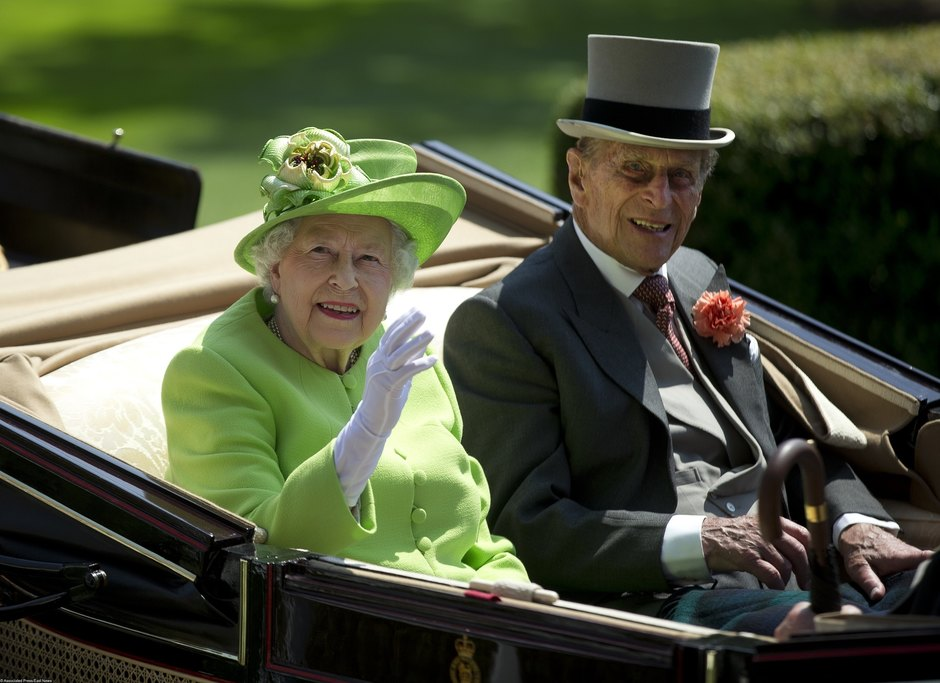 Королева Елизавета II ипринц Филипп наскачках Аскот-2017