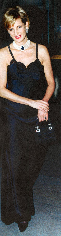 Леди Диана вDior набалу Музея Метрополитан ссумкой mini Lady Dior, 9 Декабря 1996
