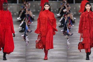 Женщина вкрасном платье: 25 великолепных образов споказа Valentino вТокио