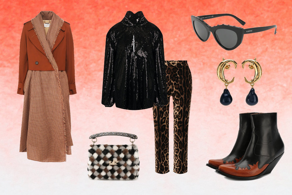 Блуза спайетками, Racil; брюки, Dolce&Gabbana; пальто-кейп,  Сhloe, казаки, Vetements; сумка, Valentino Garavani; очки кошачьи глазки, Valentino; серьги, Сhloe