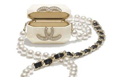 Chanel выпустили крохотный чехол длянаушников, который стоит 200 тысяч рублей