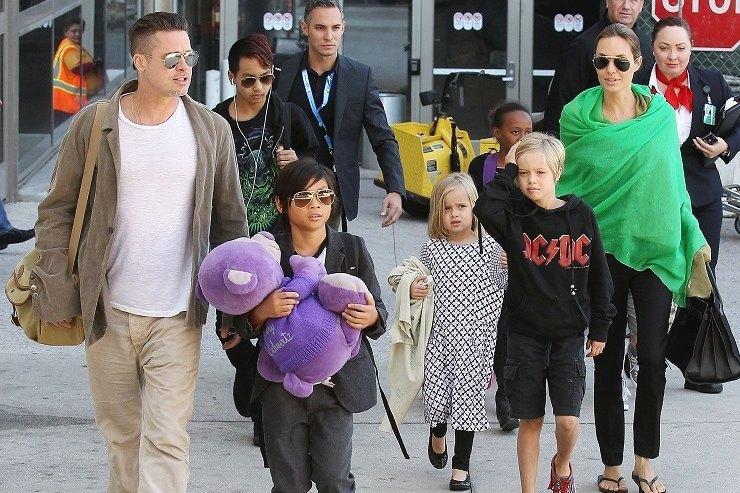 Как взрослые: Дети Анджелины Джоли иБрэда Питта ходят нашопинг безродителей