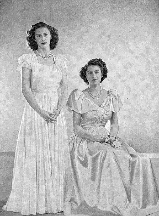 Принцесса Маргарет и королева Елизавета II в 1946 году