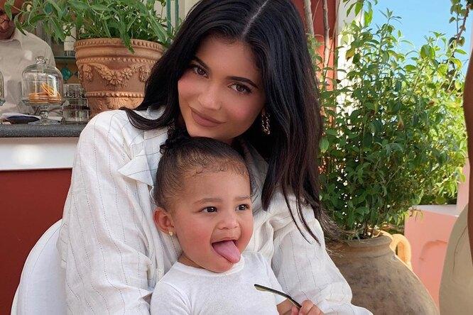 Кайли Дженнер призналась, что ее дочь «одержима» макияжем