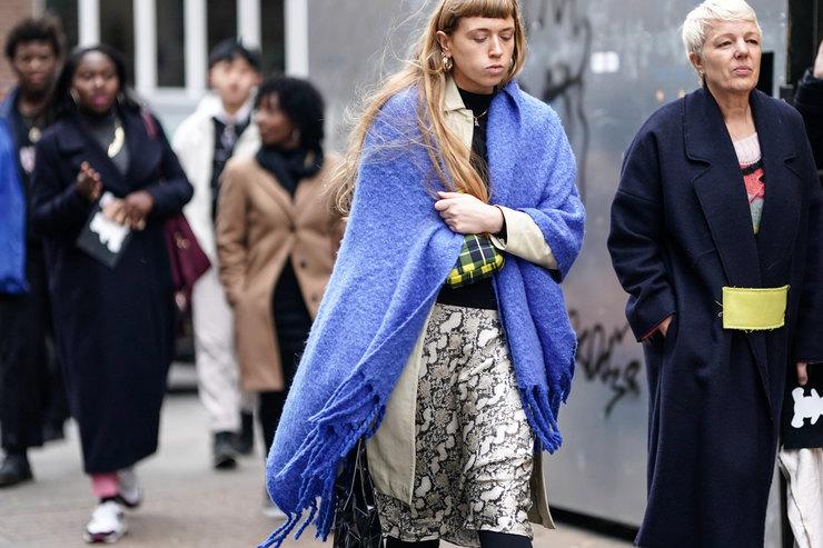 10 огромных шарфов-шалей, чтобы закутаться внепогоду этой осенью