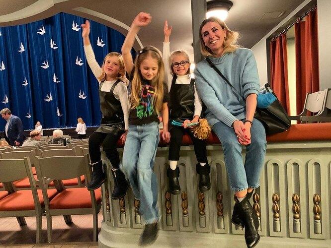 Светлана Бондарчук с внучками Маргаритой и Верой Бондарчук, дочерью Сергея Харченко Юнной