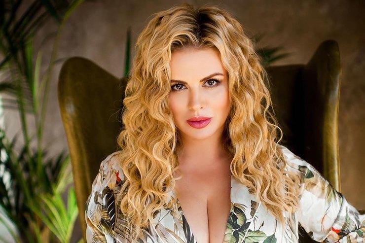 «Как надрожжах»: Анна Семенович ответила, действительно ли ее грудь растет из-за гормональных сбоев