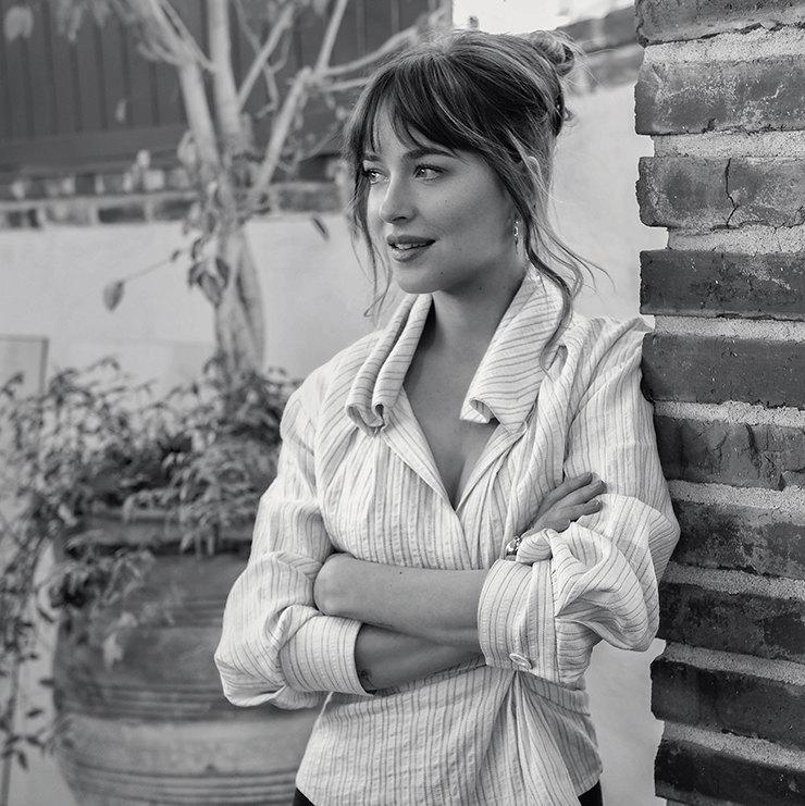 На Дакоте: блуза изо льна ихлопка, Jacquemus, ЦУМ
