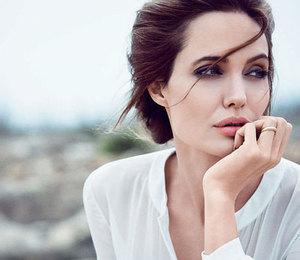 Анджелина Джоли не боится носить светлые вещи и не зря