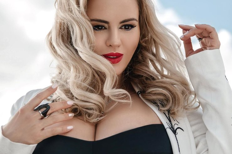Анна Семенович дала совет девушкам сбольшим размером груди