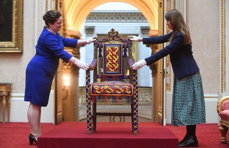 Деревянный трон народу йоруба, экспонат навыставке Royal Gifts