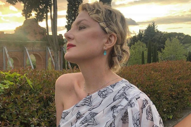 Рената Литвинова примерила платье ипижаму российского бренда