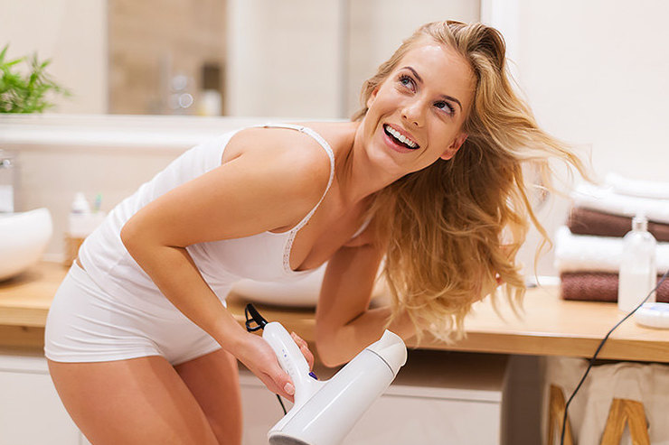 Горячие мифы обукладке: как сушить волосы безвреда длялоконов