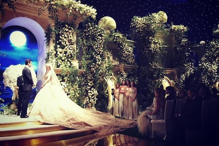 Ксения Собчак иЛеди Гага выступили насвадьбе детей российских олигархов
