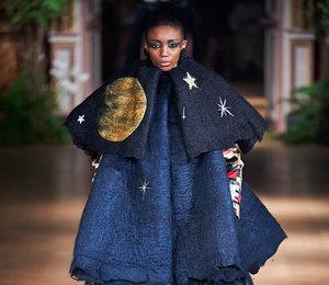 Неделя Высокой моды в Париже: угрюмые звездочеты на показе Victor&Rolf