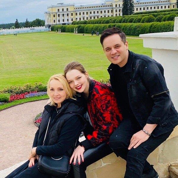 Елена Венгржиновская и Александр Асташенок с дочерью Викторией