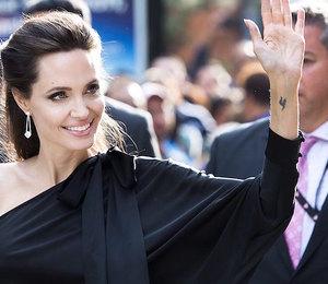 Волшебный дождь и белая пудра: раскрыты секреты сияющей кожи Анджелины Джоли