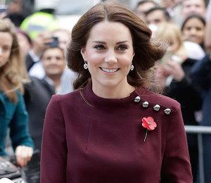 Ни минуты покоя: Герцогиня Кэтрин вышла в свет в мини платье цвета бургунди
