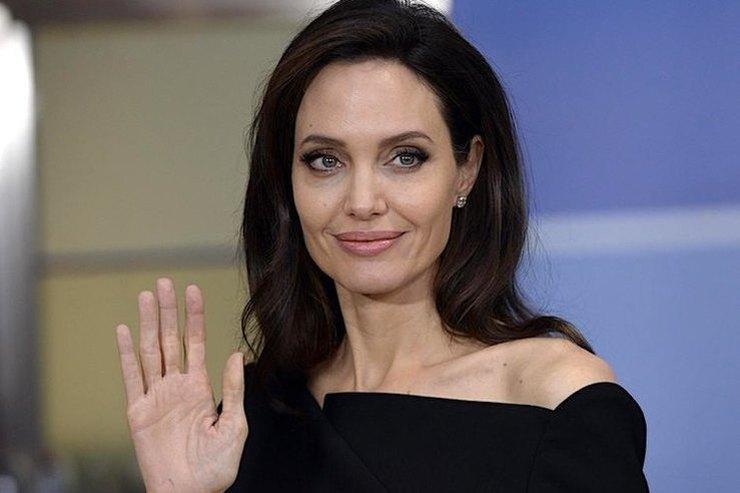 Анджелина Джоли продолжила теплое общение со вторым мужем