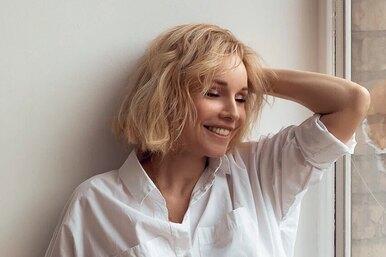 Как звезда Голливуда: Марина Зудина позирует вполупрозрачном платье скружевом