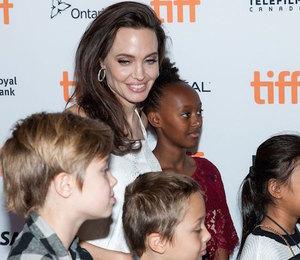 Война продолжатся: Анджелина Джоли избегает встреч Брэда Питта с детьми