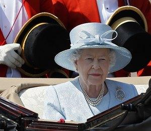 Елизавета II заменила принца Филиппа адъютантом из Ганы