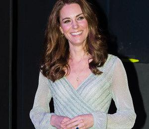 Кейт Миддлтон в мятном платье с вырезом устроила пивное шоу