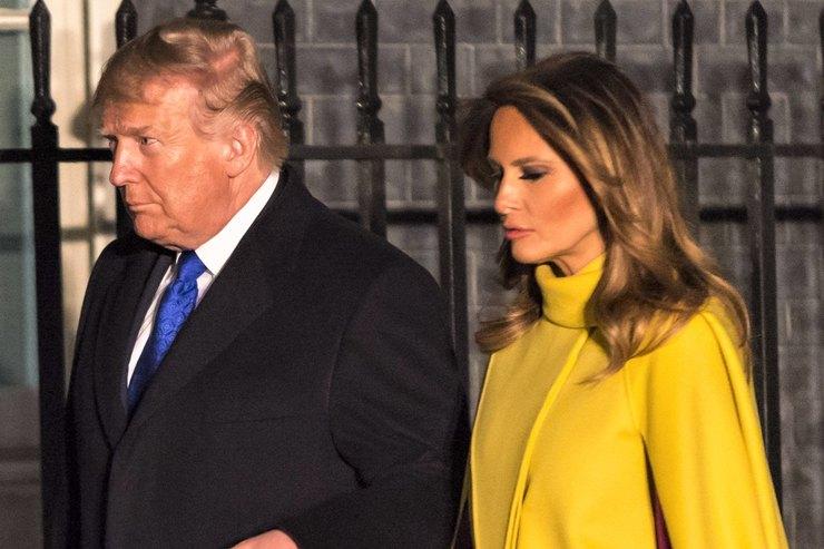 Моветон? Мелания Трамп появилась вкричащем наряде навстрече скоролевской семьей