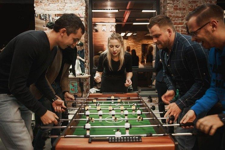Мужской клуб: где вМоскве можно иподстричься, ипоиграть внастольный футбол