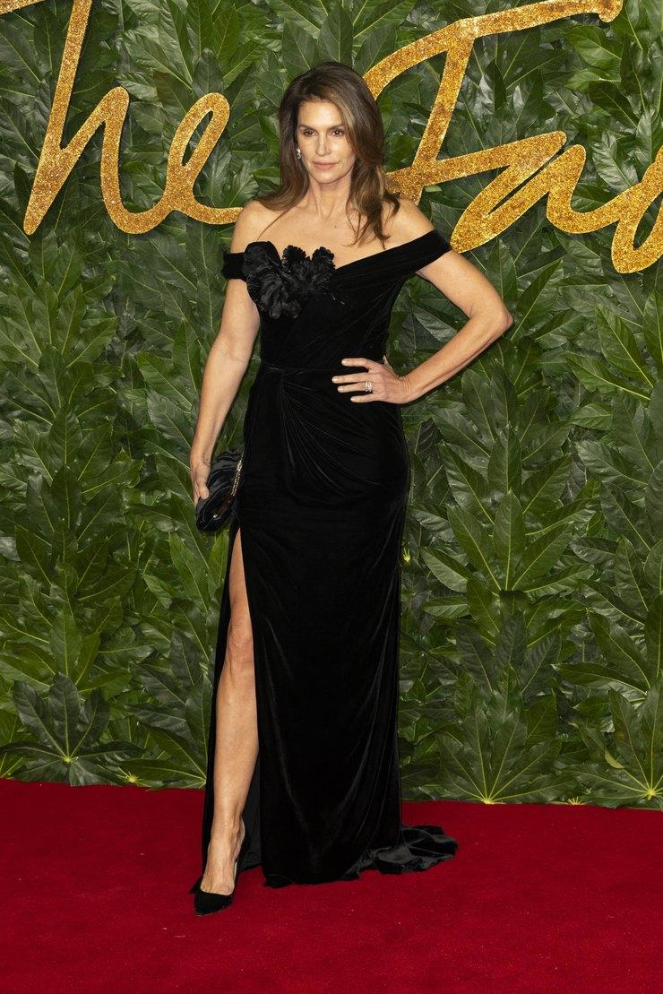 Синди Кроуфорд напермии The Fashion Awards, 2018 год