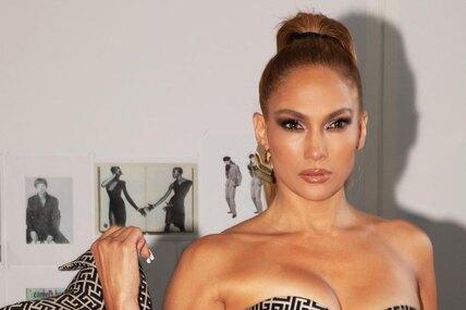 51-летнюю Дженнифер Лопес неполнит даже горизонтальная полоска