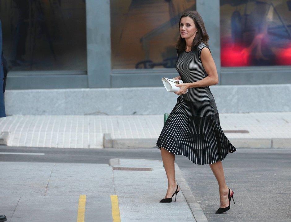 Королева Испании вэффектном образе