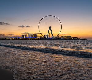 Caesars Resort Bluewaters Dubai: красочный маяк Арабского залива